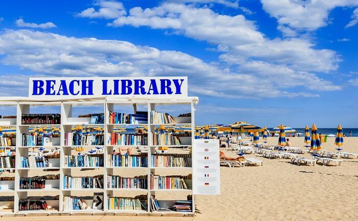 Beach Library-වෙරළ පුස්තකාලය (Video)