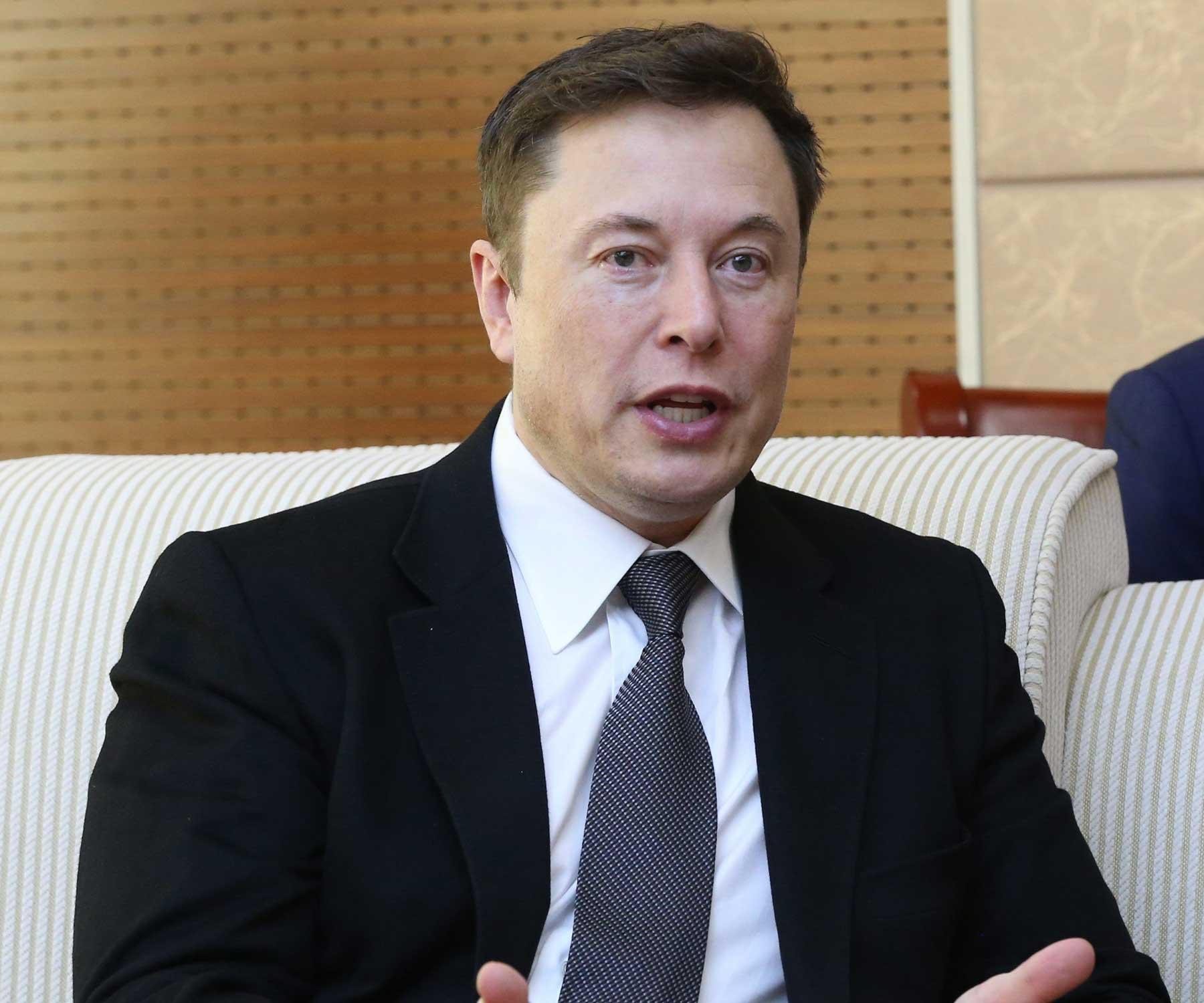Tesla මෝටර් රථ ඔත්තු බැලීමට යොදාගන්නේ නම් Tesla වසා දමන බව Elon musk පවසයි